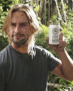 Josh Holloway behind the scenes on LOST Josh Holloway, Movies And Series, Movies And Tv Shows, Serie Lost, Serie Tv, Lost Sawyer, Lost Memes, Namaste, Actor Model