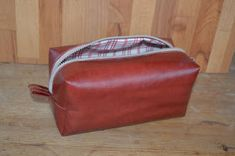 Tuunausta ja tekeleitä: Meikkipusseja Crochet Stitches, Knit Crochet, Backpack Pattern, Lunch Box, Bags, How To Make Bags, How To Make, Handbags, Dime Bags