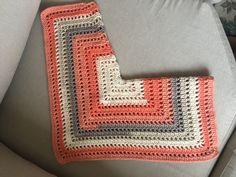 Fabulous Crochet a Little Black Crochet Dress Ideas. Georgeous Crochet a Little Black Crochet Dress Ideas. Crochet Bodycon Dresses, Black Crochet Dress, Crochet Coat, Crochet Jacket, Crochet Cardigan, Crochet Square Patterns, Crochet Designs, Learn To Crochet, Easy Crochet