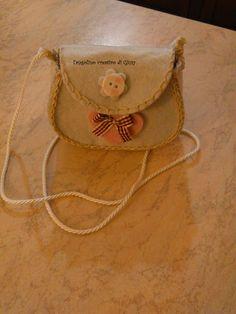 borsetta bianca in feltro