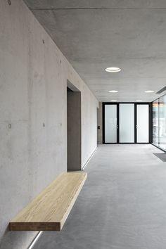 Kamppi Chapel,© Tuomas Uusheimo inkom beton school cultuur zitbank verlichting interieur materialisatie