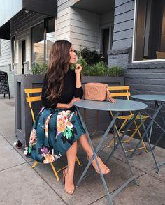 full floral skirt + black turtleneck elegant fall outfit