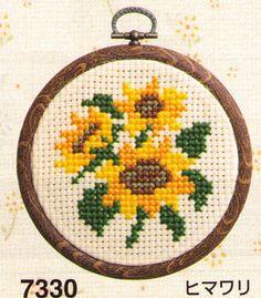 "Simple cross-stitching ""fashion hoop / sunflower"" fs3gm Cactus Cross Stitch, Tiny Cross Stitch, Cross Stitch Cards, Cross Stitch Alphabet, Cross Stitch Animals, Cross Stitch Flowers, Cross Stitch Kits, Cross Stitch Designs, Cross Stitching"