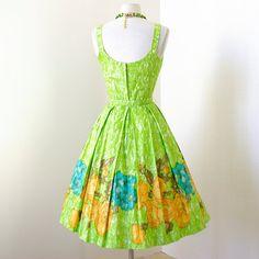 vintage 1950's dress ...gorgeous hand detailed par traven7 sur Etsy
