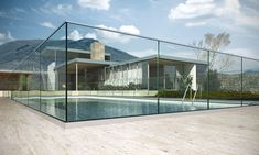 Sécurisez votre piscine avec un garde-corps en verre.