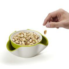 Tazón con hueco para residuos que tiene pistaches