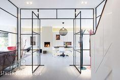 Industriële stalen deuren met glas, uitgevoerd in een ultra smal profiel, van het StalenDeurenHuys