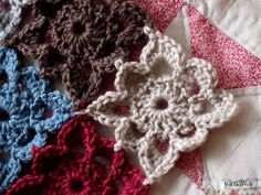 yarnaway: pretty scalloped granny - links to pattern (register with site for freebie). Thanks so as lovely motif xox
