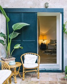 This 110-square-foot one-bedroom apartment overlooking a park in Rome wraps around a small outdoor space with a tiled floor. Rome Apartment, One Bedroom Apartment, Small Outdoor Spaces, Reading Room, Home Studio, Rustic Design, Cosy, Relax, House Design
