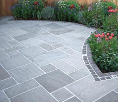 Most Popular Modern Driveway Paving Ideas and Layouts Garden Slabs, Patio Slabs, Garden Paving, Concrete Patio, Bluestone Patio, Slate Patio, Garden Paths, Flagstone Paving, Slate Garden