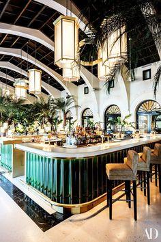 Der Surf Club, das neue Joseph Dirand Hotel in Miami - Bar Deko Ideen Miami Art Deco, Design Bar Restaurant, Deco Restaurant, Luxury Restaurant, Japanese Restaurant Interior, Modern Restaurant, Restaurant Ideas, Café Design, Bar Interior Design