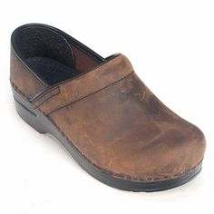 Millions of Dansko fans can't be wrong. Our flagship style embodies the all-day comfort and support that Dansko is famous for. - Available in a variety of leathers: Box, Oiled, Patent, Cabrio, Tooled