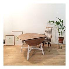 Una de nuestras mesas Ercol, con pata blanca y sobre en madera natural se ha ido hoy a Sevilla..por qué! Porque Sevilla tiene un color especiaaal !!!  Muy muy buenas noches a todos!! Y mil gracias por vuestra confianza!!!  Que descanséis!  #thenave #deco #design #diseño #diseñointerior #decoración #diseñodeinteriores #home #house #homedecor #homestyle #interiordesign  #mobiliario #furniture #shop #picoftheday #adifferentstore #nature #store #acoruña #coruña #industrialdesign #galicia…