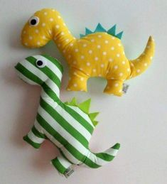 Sewing Stuffed Animals, Stuffed Toys Patterns, Small Sewing Projects, Sewing For Kids, Fabric Toys, Fabric Scraps, Baby Crafts, Felt Crafts, Sewing Toys