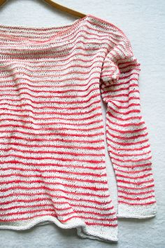Summer Shirt Laura's Loop: Striped Summer Shirt - Purl Soho - Knitting Crochet Sewing Embroidery Crafts Patterns and Ideas!Laura's Loop: Striped Summer Shirt - Purl Soho - Knitting Crochet Sewing Embroidery Crafts Patterns and Ideas! Purl Bee, Knitting Patterns Free, Knit Patterns, Hand Knitting, Free Pattern, Simple Pattern, Crochet Summer Tops, Summer Knitting, Sewing Shirts