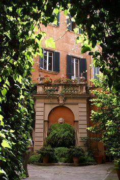 Rom, Piazza Margana, Palazzo Maccarini-Odescalchi, Innenhof  (courtyard)