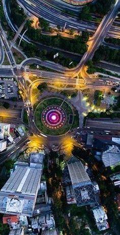 Bella Plaza de Venezuela, Caracas bella anocheciendo, Venezuela