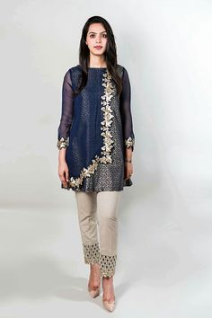 Best 12 Straight Trouser Designs 2018 In Pakistan – SkillOfKing. Pakistani Party Wear Dresses, Shadi Dresses, Pakistani Dress Design, Pakistani Outfits, Indian Outfits, Stylish Dresses For Girls, Casual Dresses, Fashion Dresses, Kurta Designs