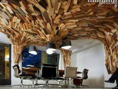 Bearstech office        L'architecte vient de livrer à Paris d'étonnants bureaux pour une société spécialisée dans l'hébergement internet. En total contraste, une grotte low tech faite de pièces de bois recyclées. ...