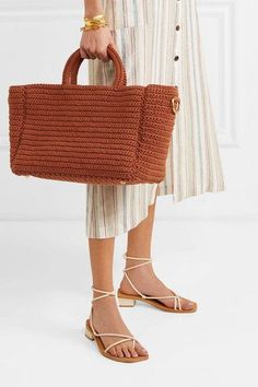 Who are the new Parisian handbag designers crafting the soon-to-be most coveted bag collections? Meet a few creating unique purses in Paris. World Of Fashion, Fashion Online, Monica Vinader Bracelet, Unique Purses, Best Brand, Parisian, Straw Bag, Crochet, Cotton