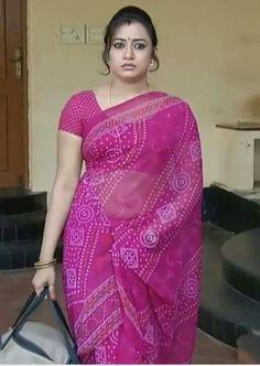 Beautiful Girl Indian, Beautiful Girl Image, Beautiful Saree, Beautiful Indian Actress, Indian Bridal Sarees, Indian Beauty Saree, Indian Wife, Indian Girls, Silk Smitha