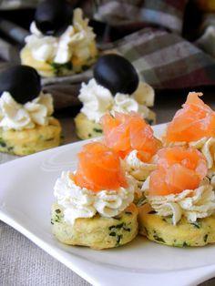 Fabryka Kulinarnych Inspiracji: Tartinki pietruszkowe z serkiem i wędzonym łososiem