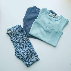 """Jo tak ❤ - på shoppen inden mandag!  De nye blå Leo leggings """"Ensign Blue"""" med modal klassikeren ombre blue og den nye super fine forårs farve """"grey mist"""", som dog ikke har meget med grå at gøre, men som er så lækker til. -Og som desuden også matcher den lille kontrastfarve i de nye rosa """"pastel"""" leo serie."""