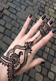 It is difficult to discover most recent Mehendi designs when web is full with same old however delightful henna designs. Mehndi or Henna additionally play… Simple Henna Tattoo, Tattoo Henna, Diy Tattoo, Henna Art, Tattoo Wings, Tattoo Stars, Star Tattoos, Mini Tattoos, Tatoos