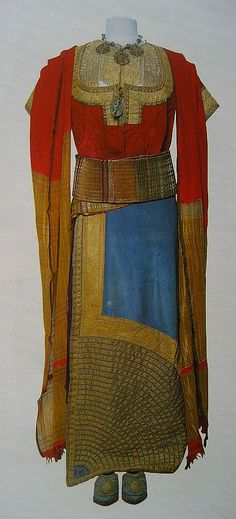 Jewish Moroccan traditional clothing -- (COSTUMES ET VETEMENTS TRADITIONNELS DES JUIFS DU MAROC)