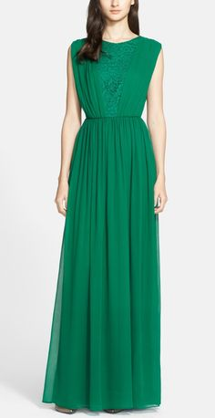 Absolutely adore this emerald Grecian style gown.