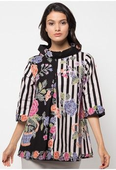 Sewing clothes women blouses fabrics 61 ideas for 2019 Blouse Batik, Batik Dress, Batik Kebaya, Sewing Clothes Women, Batik Fashion, Newborn Girl Outfits, Clothing Hacks, Blouses For Women, Fabrics