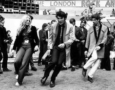 Rock'n roll, A group of teddy boys dancing at the London rock'n roll revival show in Wembley Arena, photo: Michael Webb Teddy Girl, Teddy Boys, Lindy Hop, Shall We Dance, Lets Dance, Rock And Roll Dance, Rockabilly Music, Rockabilly Style, The Blues Brothers
