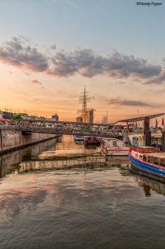 #Landungsbrücken #Hafen #Elbe #Hamburg