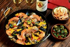 Easy Recipe to Cook the Tastiest Seafood Paella Easy Recipe to Cook the T. Easy Recipe to Cook the Tastiest Seafood Paella Easy Recipe to Cook the Tastiest Seafood Paella de frutos do mar de frutos do mar Paella Pan, Seafood Paella, Seafood Recipes, Cooking Recipes, Seafood Dishes, Cooking Tips, Paella Valenciana, Curry, Mussels