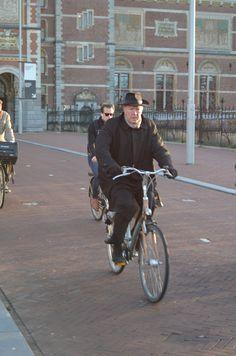 Morning rush hour, Rijksmuseum, central Amsterdam Street Ballet, Oxford Brookes University, Design Fields, Rush Hour, Travel Organization, Amsterdam, Cycling, Urban, Biking