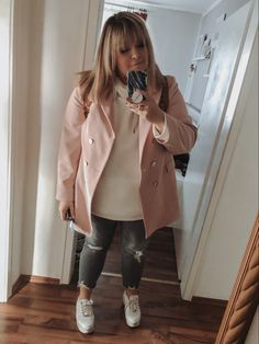 @elabonbonella plus size blogger | everyday plus size look with distressed jeans and blazer | elabonbonella.com Plus Size Looks, Distressed Jeans, Plus Size Fashion, Fashion Beauty, Duster Coat, Jackets, Matching Outfits, Long Jackets, Little Dresses