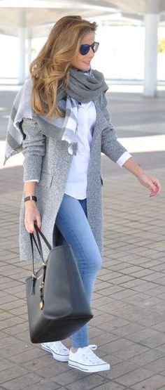 Moda inverno para a mulher 50 Winter Fashion for Women – Live 50 by Maria Celia and Virginia Pinheiro Outfit Chic, Chic Outfits, Fall Outfits, Fashion Outfits, Girly Outfits, Sneakers Fashion, Travel Outfits, Packing Outfits, Classy Outfits