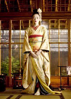 Memoirs of a Geisha: Creme and Champagne Silk Kimono, by costume designer Colleen Atwood Colleen Atwood, Japanese Geisha, Japanese Kimono, Japanese Girl, South Korea North Korea, Zhang Ziyi, Memoirs Of A Geisha, Movie Costumes, Photos Du