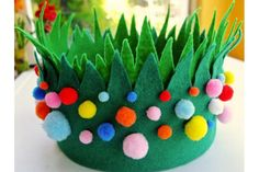 Do you need some Easter bonnet ideas and hat inspiration for your kids Easter Parade? I've got a huge collection of ways to decorate Easter hats! Boys Easter Hat, Easter Bonnets For Boys, Easter Hat Parade, Easter Crafts For Kids, Easter Art, Easter Ideas, Easter Eggs, Spring Hats, Easter Activities