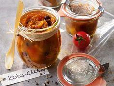 Fruchtiges Kürbis-Chutney schmeckt hervorragend zu einfach allem. Besonders zu frisch gegrilltem oder ganz schlicht auf Brot.