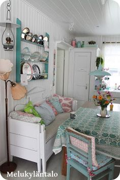 Magical Home Inspirations : Photo Cottage Living, Shabby Cottage, Cottage Chic, Cottage Style, Interior Exterior, Home Interior, Interior Design, Vintage Shabby Chic, Shabby Chic Decor