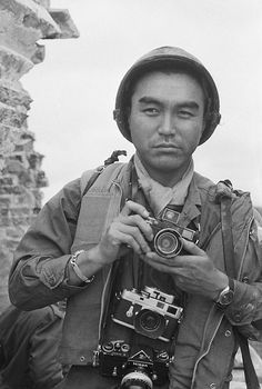 Japanese war photographer and UPI correspondent Kyoichi Sawada photographed in Huế, Vietnam Note his two Leicas and a Nikon F. Old Cameras, Vintage Cameras, Photography Camera, White Photography, Photography Tips, Street Photography, Landscape Photography, Portrait Photography, Nature Photography