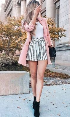2019 Fashion Outfit Ideas – Pink jacket with striped shorts – ZKKOO 103160647700598936 2019 Fashion Outfit Ideas – Rosa Jacke mit gestreiften Shorts Teenager Outfits, Girly Outfits, Cute Summer Outfits, Mode Outfits, Short Outfits, Spring Outfits, Casual Outfits, Winter Outfits, Summer Shorts