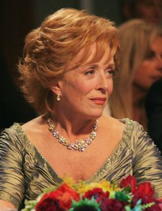 Holland Taylor is so damn class and funny at the same time. Her deadpan gaze and physical humor are dazzling. So talented! Keep it going diva!!!