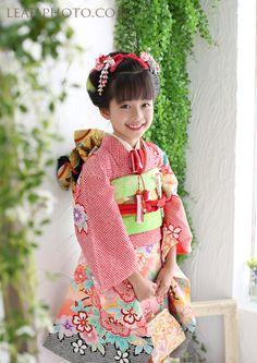 七五三お出かけシーズン。みなさま朝早くからお越しいただきまして誠にありがとうござ... Cute Kids Photography, Yukata Kimono, Cute Poses, Japanese Outfits, Kids Girls, Boys, Japanese Kimono, Japan Fashion, Kimono Fashion