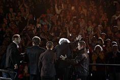 Αποθεώθηκε ο Μίκης Θεοδωράκης στη συναυλία «Όλη η Ελλάδα για τον Μίκη - 1.000 Φωνές», που έγινε προς τιμήν του στο Καλλιμάρμαρο. Δάκρυσε το στάδιο όταν ο συνθέτης ανέβηκε στη σκηνή (pics)