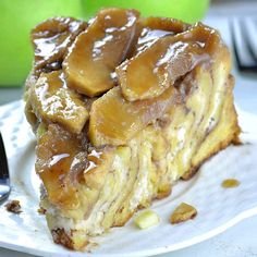 Upside Down Apple Cinnamon Roll Cake is like giant cinnamon roll, only better having cream cheese filling and ooey-gooey homemade caramel sauce and fresh apples on top. Serve it up for breakfast or… Cinnamon Apples, Cinnamon Rolls, Caramel Apples, Cinnamon Cake, Make Cream Cheese, Cream Cheese Filling, Apple Recipes, Cake Recipes, Dessert Recipes
