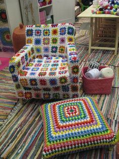Transcendent Crochet a Solid Granny Square Ideas. Inconceivable Crochet a Solid Granny Square Ideas. Crochet Home, Love Crochet, Knit Crochet, Crochet Squares, Crochet Granny, Granny Squares, Guerilla Knitting, Crochet Furniture, Square Floor Pillows