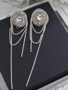 Indian Jewelry Earrings, Bride Earrings, Fancy Earrings, Crystal Earrings, Jewelery, Diamond Earrings, Bridal Boutique, Leather Jewelry, Jewelry Findings