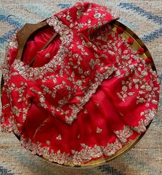 Indian Fashion Dresses, Dress Indian Style, Indian Designer Outfits, Blouse Designs Silk, Bridal Blouse Designs, Fancy Sarees Party Wear, Trendy Sarees, Elegant Saree, Embroidery Fashion